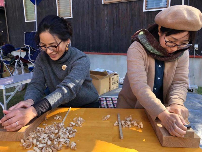 もりとわ:木工作業をしている女性
